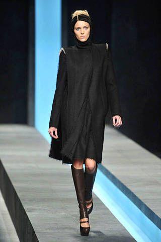 Leg, Fashion show, Sleeve, Human body, Joint, Outerwear, Runway, Style, Fashion model, Knee,
