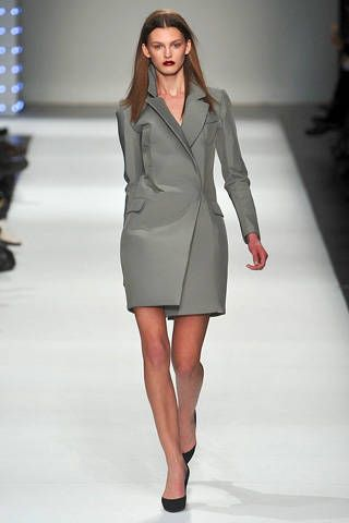 Clothing, Sleeve, Fashion show, Shoulder, Human leg, Joint, Outerwear, Collar, Formal wear, Fashion model,