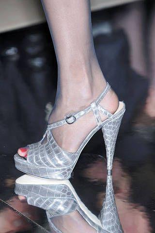 Human leg, Toe, Joint, Pink, Style, Sandal, Organ, Foot, Fashion, Black,
