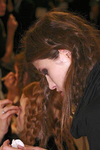 Lip, Finger, Hairstyle, Nail, Long hair, Brown hair, Audience, Surfer hair, Feathered hair, Step cutting,