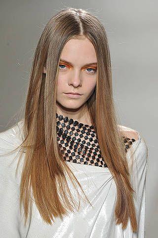Hair, Lip, Hairstyle, Eyebrow, Eyelash, Style, Long hair, Beauty, Fashion, Step cutting,