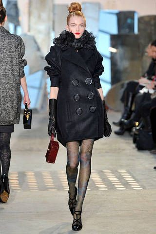Clothing, Footwear, Leg, Sleeve, Textile, Joint, Outerwear, Style, Fashion show, Pattern,