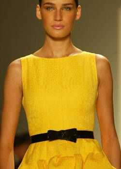 Oscar de la Renta Spring 2004 Ready-to-Wear Detail 0001