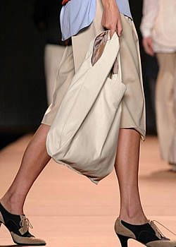 Miguel Adrover Spring 2004 Ready-to-Wear Detail 0001