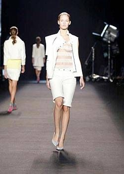 Roland Mouret Spring 2004 Ready-to-Wear Collections 0003