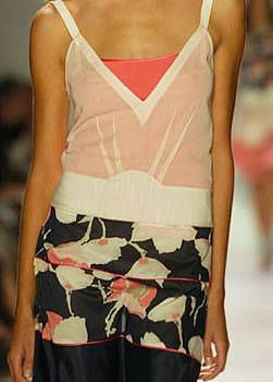 BCBG Spring 2004 Ready&#45&#x3B;to&#45&#x3B;Wear Detail 0001