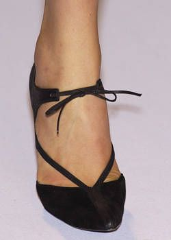 Narciso Rodriguez Spring 2004 Ready-to-Wear Detail 0001