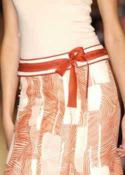 Carolina Herrera Spring 2004 Ready-to-Wear Detail 0001