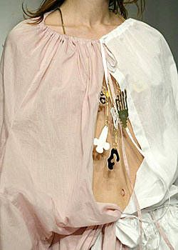 Gibo Spring 2004 Ready-to-Wear Detail 0001