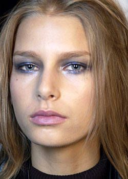 Carolina Herrera Spring 2004 Ready-to-Wear Backstage 0001