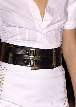 Anne Klein Spring 2004 Ready-to-Wear Detail 0001