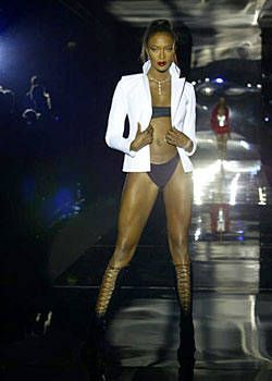 Julien MacDonald Spring 2004 Ready-to-Wear Collections 0001