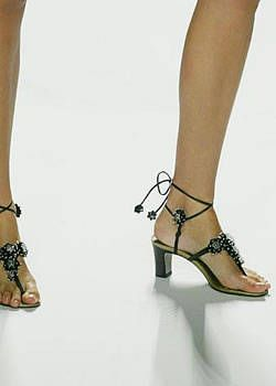 Anna Sui Spring 2004 Ready-to-Wear Detail 0001