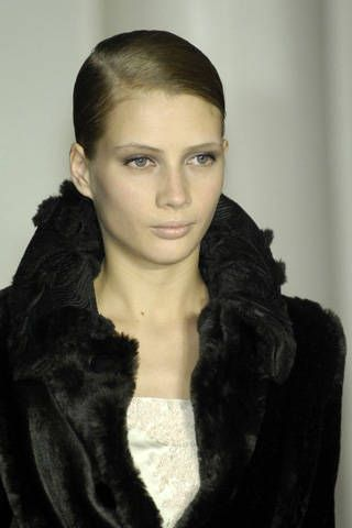 Lip, Hairstyle, Eyebrow, Textile, Style, Black hair, Beauty, Fashion, Neck, Black,