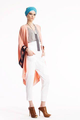 Clothing, Sleeve, Shoulder, Shoe, Joint, Style, Fashion, Knee, Street fashion, Wrap,