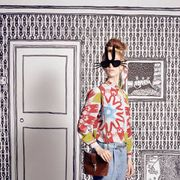 Clothing, Eyewear, Vision care, Shoulder, Textile, Sunglasses, Goggles, Door, Bag, Style,