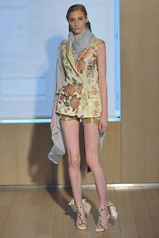 Clothing, Leg, Human body, Human leg, Shoulder, Joint, Style, Fashion show, High heels, Floor,