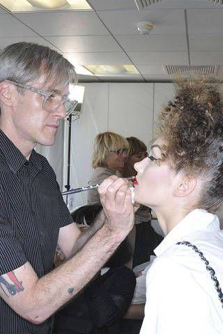 Hair, Face, Head, Eyewear, Ear, Vision care, Glasses, Hairstyle, Mammal, Ceiling,