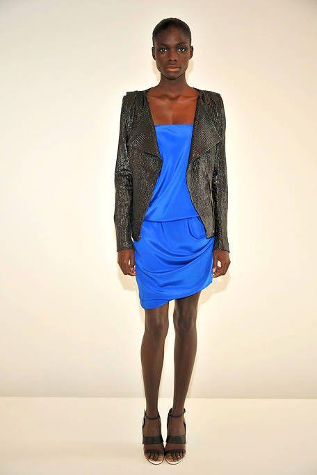 Sleeve, Shoulder, Human leg, Fashion show, Joint, Dress, Style, One-piece garment, Fashion model, Knee,