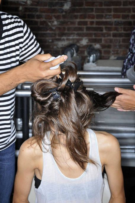 Hairstyle, Shoulder, Joint, Sleeveless shirt, Style, Beauty salon, Hairdresser, Back, Personal grooming, Undershirt,
