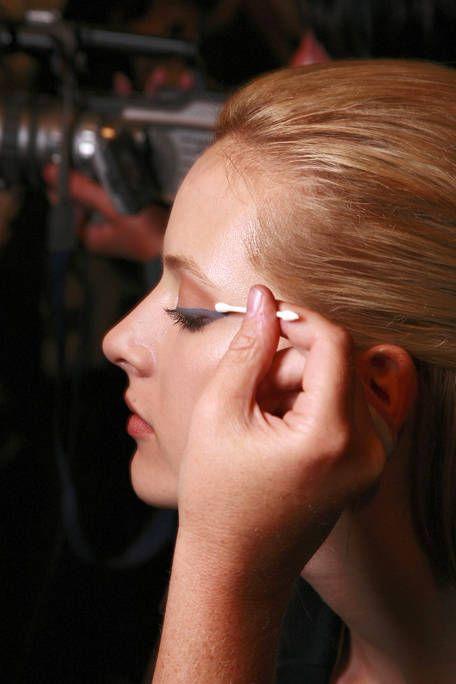 Ear, Lip, Cheek, Hairstyle, Eyebrow, Eyelash, Organ, Beauty, Neck, Beauty salon,