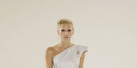 Leg, Sleeve, Human leg, Shoulder, Joint, Standing, One-piece garment, Waist, Style, Knee,