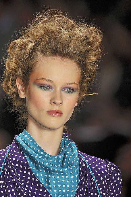 Lip, Hairstyle, Chin, Forehead, Eyebrow, Eyelash, Style, Beauty, Electric blue, Fashion,