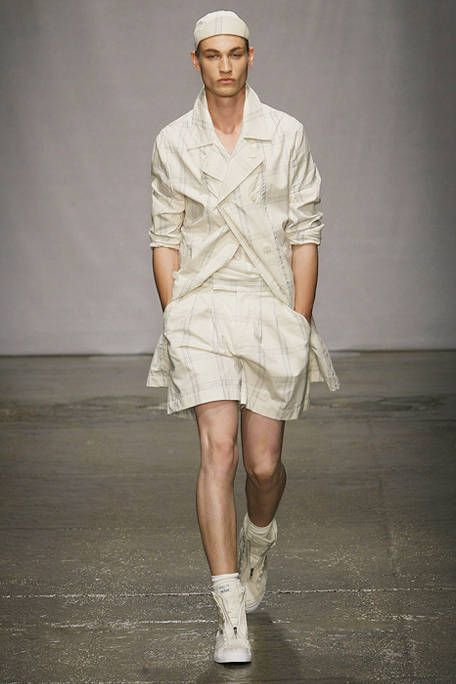 Leg, Sleeve, Fashion show, Shoulder, Human leg, Joint, White, Runway, Style, Knee,