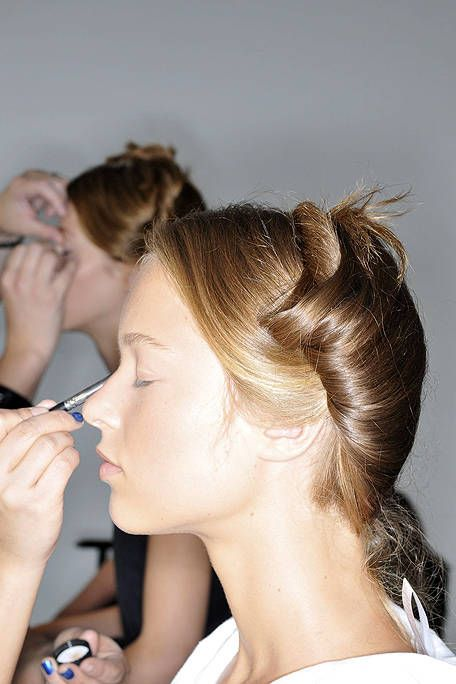 Ear, Finger, Hairstyle, Eyelash, Nail, Style, Makeup artist, Beauty, Beauty salon, Neck,