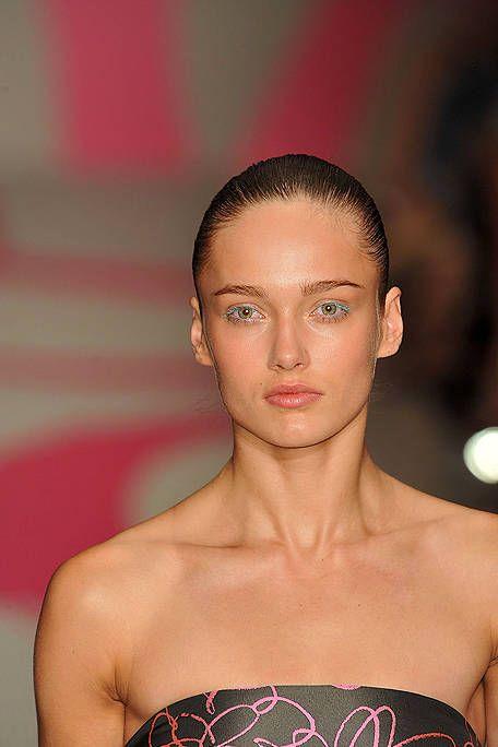 Ear, Lip, Hairstyle, Skin, Forehead, Shoulder, Eyebrow, Eyelash, Joint, Style,