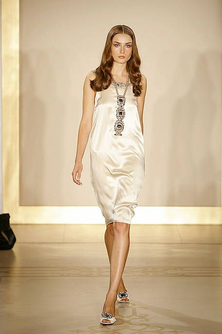 Shoulder, Fashion show, Joint, Dress, Human leg, Runway, Style, One-piece garment, Fashion model, Waist,