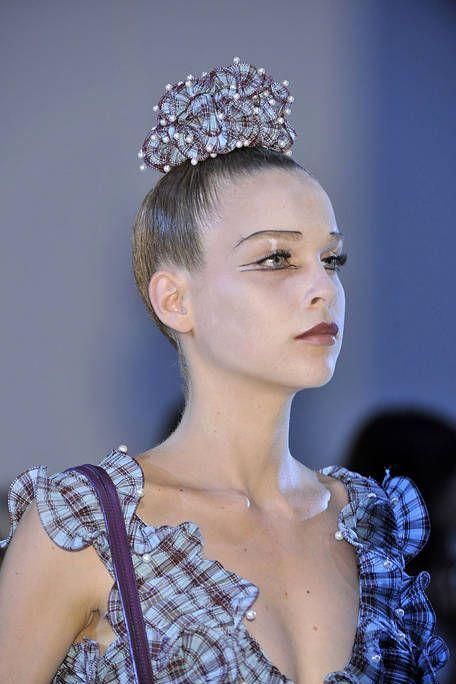 Ear, Hairstyle, Eyelash, Style, Headpiece, Hair accessory, Beauty, Headgear, Fashion, Neck,
