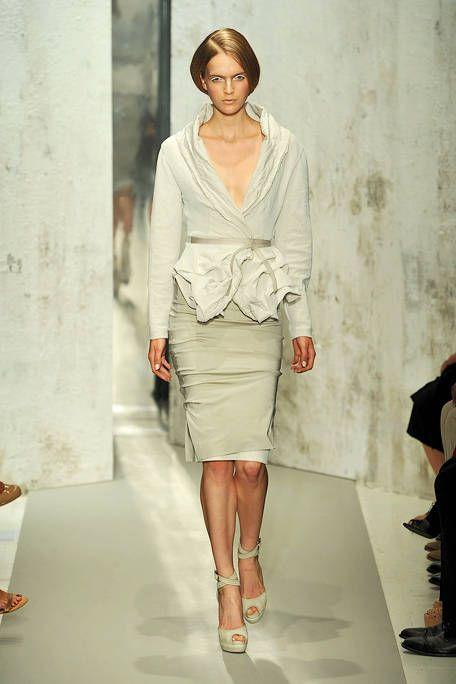 Clothing, Leg, Sleeve, Shoulder, Human leg, Joint, Fashion show, Style, Fashion model, Runway,