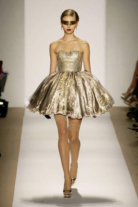 Shoulder, Strapless dress, Dress, Joint, Human leg, One-piece garment, Waist, Style, Fashion model, Fashion show,