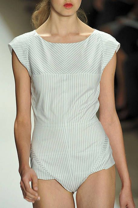 Shoulder, Joint, Thigh, Chest, Fashion, Beauty, Neck, Waist, Pattern, Trunk,