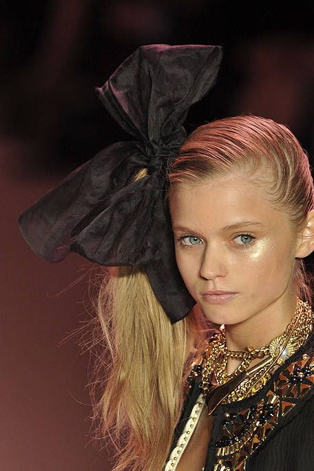 Hairstyle, Style, Fashion accessory, Costume accessory, Fashion, Eyelash, Body jewelry, Model, Natural material, Makeover,