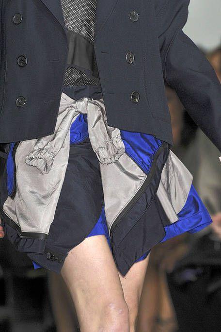 Blue, Human leg, Textile, Electric blue, Thigh, Fashion, Cobalt blue, Knee, Street fashion, Active shorts,