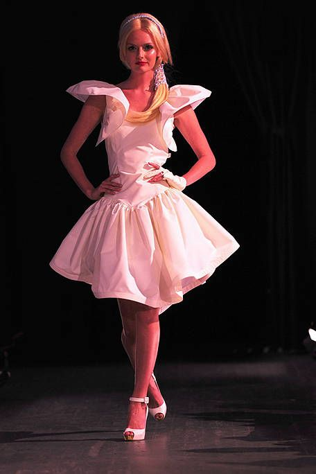 Entertainment, Performing arts, Pink, Stage, Performance, Magenta, Fashion, One-piece garment, Costume design, Dress,