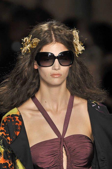 Clothing, Eyewear, Glasses, Vision care, Lip, Hairstyle, Sunglasses, Style, Street fashion, Beauty,