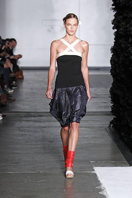 Fashion show, Shoulder, Red, Joint, Human leg, Waist, Style, Runway, Fashion model, Street fashion,