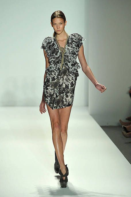 Leg, Sleeve, Dress, Human leg, Shoulder, Joint, Fashion show, One-piece garment, Fashion model, Style,