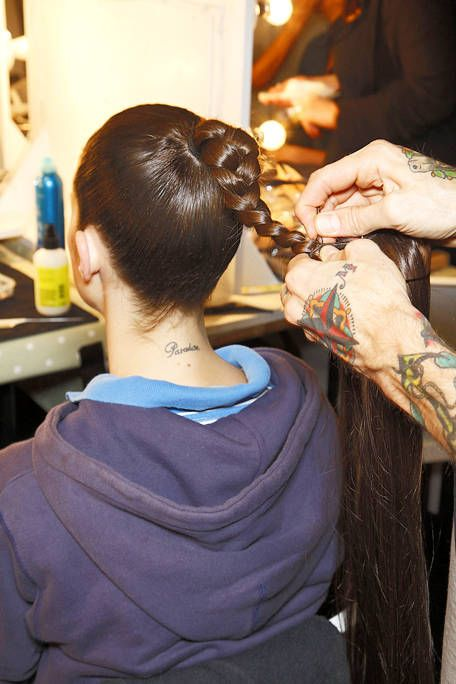 Wrist, Style, Beauty salon, Hoodie, Back, Plastic bottle, Nail, Tattoo artist, Long hair, Service,