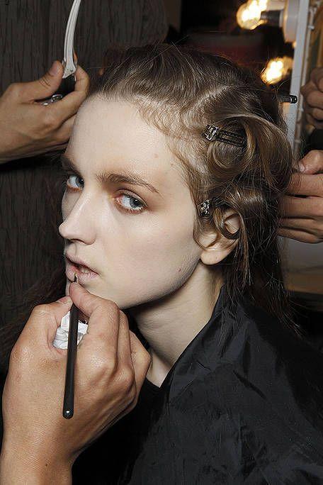 Finger, Hairstyle, Eyebrow, Hand, Style, Wrist, Eyelash, Beauty, Beauty salon, Black hair,