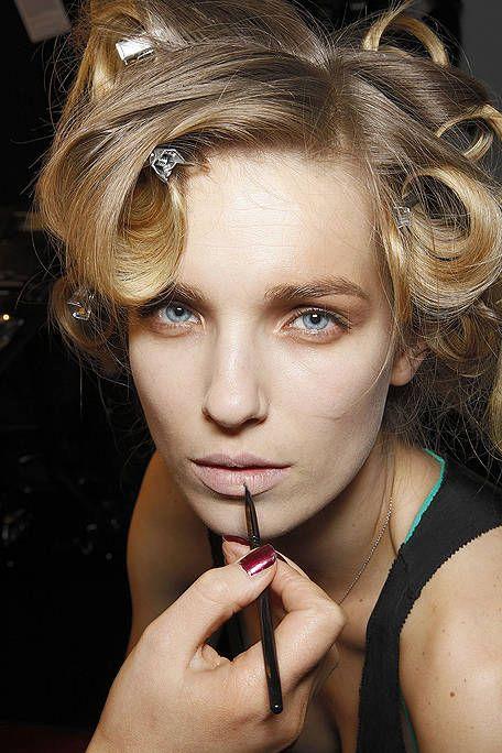Mouth, Finger, Lip, Hairstyle, Eye, Skin, Chin, Eyebrow, Eyelash, Style,