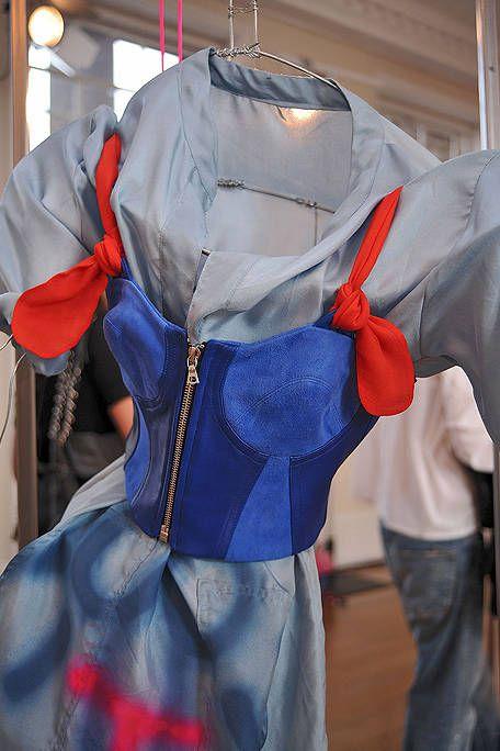 Blue, Sleeve, Textile, Collar, Costume design, Carmine, Fashion, Electric blue, Cobalt blue, Costume,