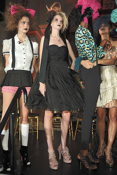 Footwear, Leg, Dress, Style, Fashion, Thigh, Fashion model, Cocktail dress, Fashion design, Costume accessory,
