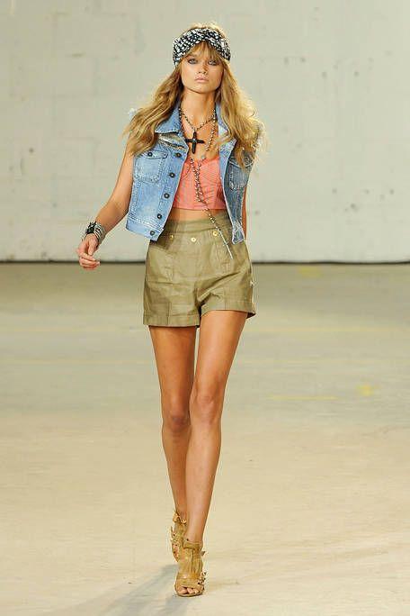 Clothing, Brown, Sleeve, Skin, Human body, Human leg, Shoulder, Fashion show, Denim, Joint,
