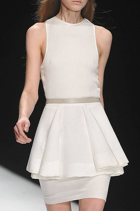 Sleeve, Dress, Shoulder, Joint, Standing, White, One-piece garment, Formal wear, Day dress, Waist,