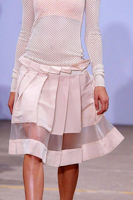 Sleeve, Shoulder, Textile, Joint, Pink, Pattern, Fashion, Grey, Waist, Day dress,