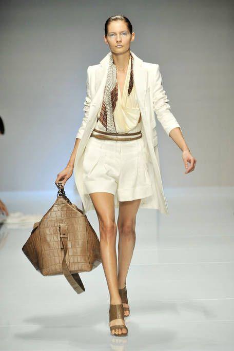 Clothing, Brown, Product, Sleeve, Shoulder, Textile, Joint, Fashion show, Bag, Outerwear,